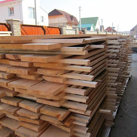 Укладка древесины штабелями