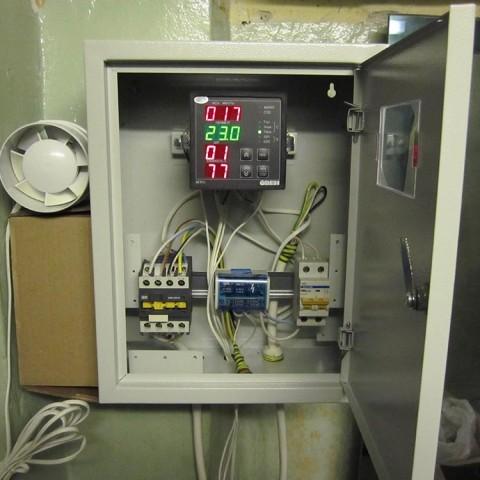 Пульт управления поддерживает заданную температуру прогрева
